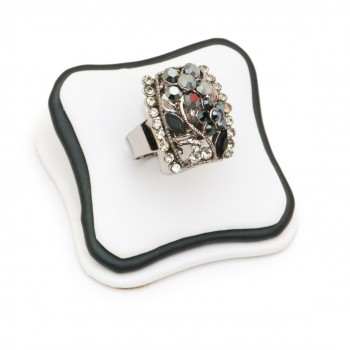 Where to Find the Best Vintage Jewelry